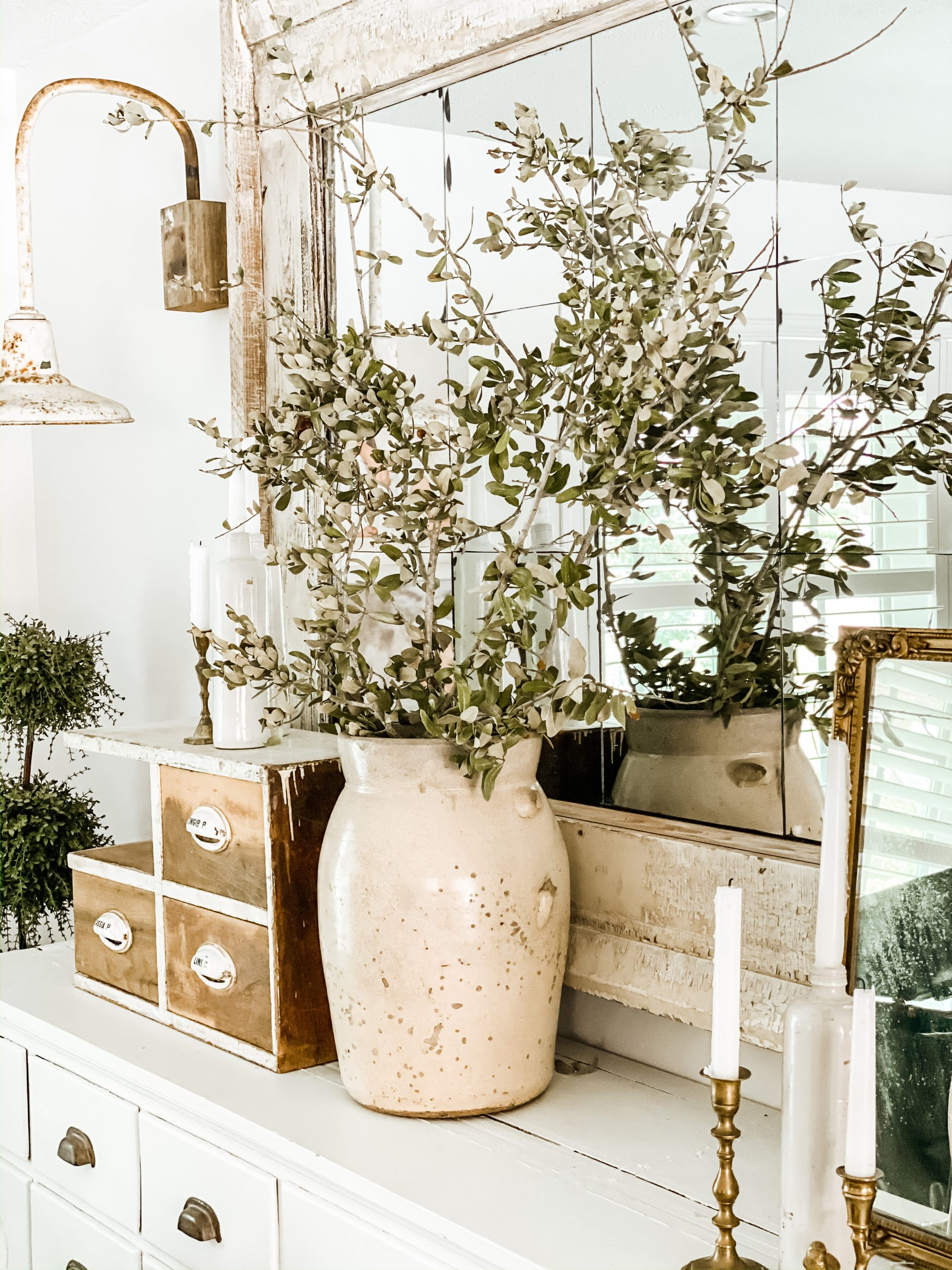 How to Decorate During Seasonal Transitions