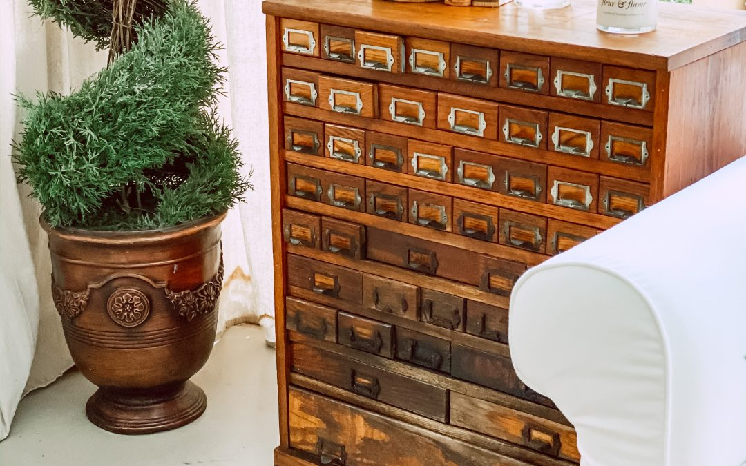 How to Shop for Vintage Home Décor